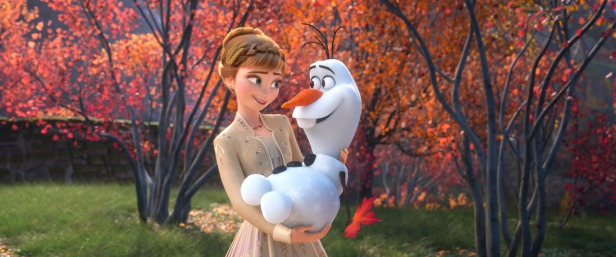 frozen_ii_-_anna_holding_olaf_in_her_arms